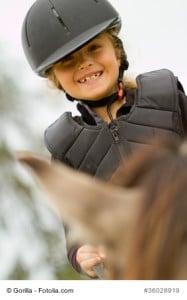 Reitweste Kind und Helm sollte bei jedem Training und Ausritten zur Standard Ausrüstung gehören